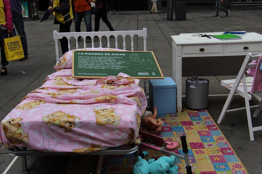 Acto público de Amnistía Internacional para denunciar la crisis de la vivienda que hizo que miles de personas perdieran sus casas.