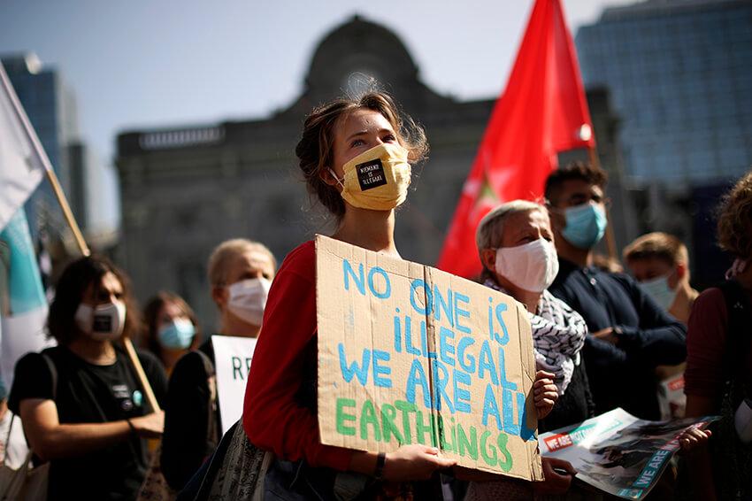Protesta exigiendo la reubicación de las personas refugiadas que quedaron sin hogar tras el incendio que destruyó el campamento de Moria en la isla griega de Lesbos, 17 de septiembre de 2020