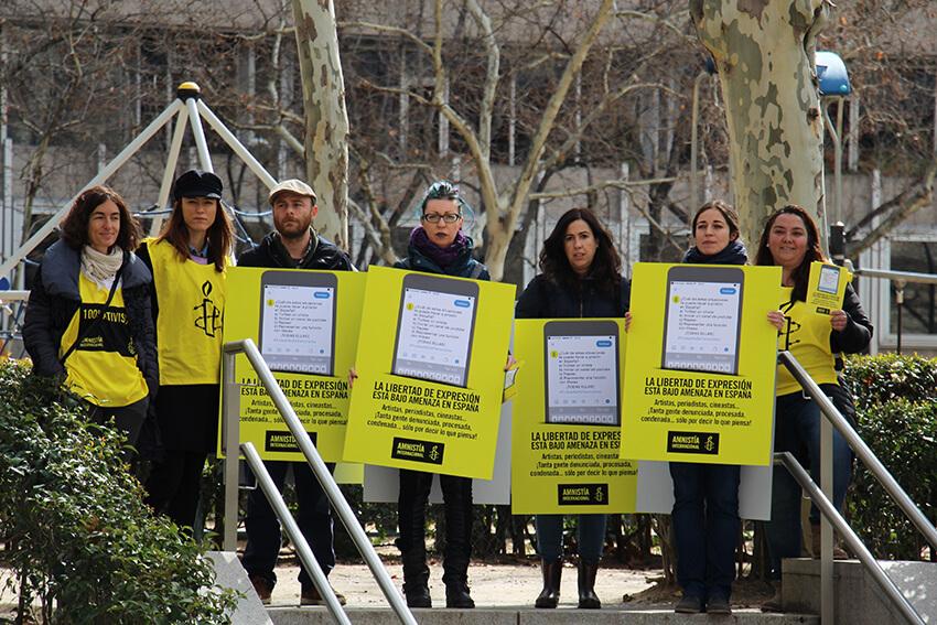 Acto de Amnistía Internacional para protestar contra la Ley Mordaza.
